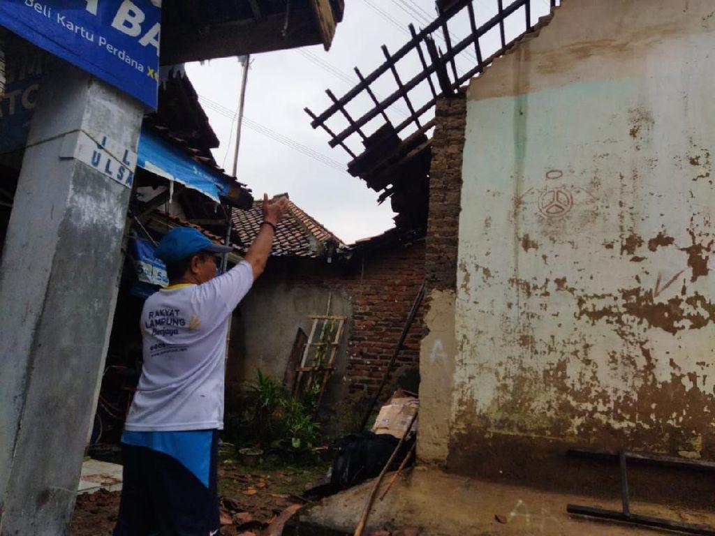 Angin Puting Beliung Terjang Cilegon, Atap Rumah Warga Berterbangan