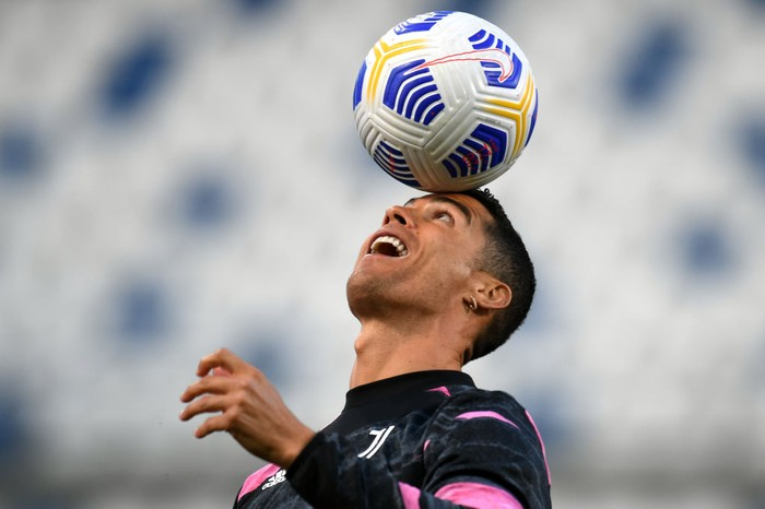 REGGIO NELLEMILIA, ITALY - MAY 12: Cristiano Ronaldo of Juventus warms up prior to the Serie A match between US Sassuolo and Juventus at Mapei Stadium - Città del Tricolore on May 12, 2021 in Reggio nellEmilia, Italy. Sporting stadiums around Italy remain under strict restrictions due to the Coronavirus Pandemic as Government social distancing laws prohibit fans inside venues resulting in games being played behind closed doors.  (Photo by Alessandro Sabattini/Getty Images)
