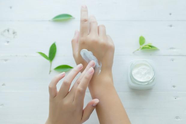 Skincare yang menenangkan kulit.