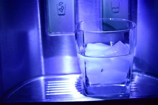 Kompres dengan air dingin.