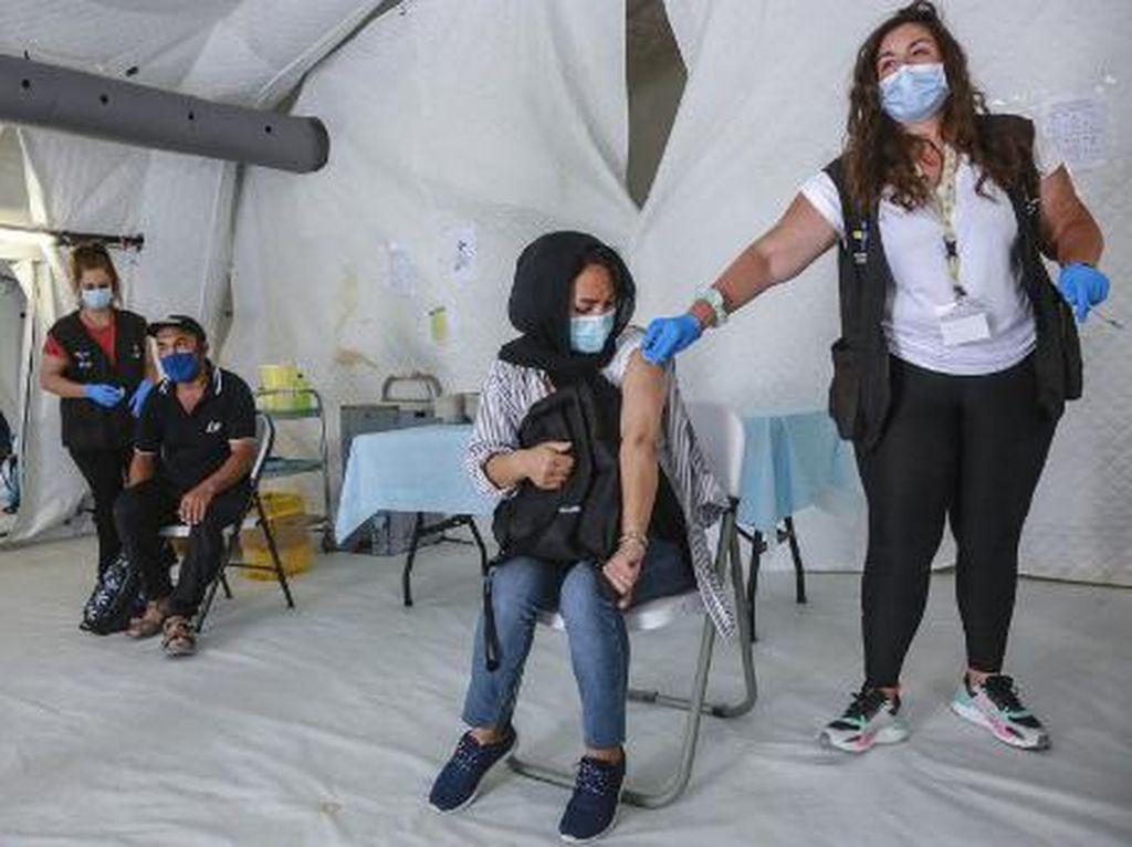 Vaksinasi di Kamp Migran Yunani Dimulai, Banyak Pengungsi Ragu Disuntik