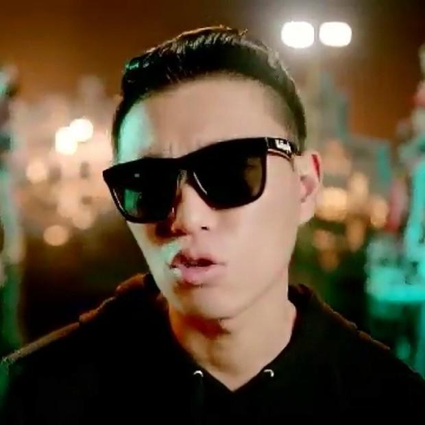 Gary tak lepas dari kontroversi video klip sensual, seperti pada lagunya yang berjudul Shower Later.