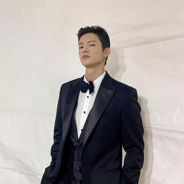Seo In Guk tampil rapi dengan setelan jas/instagram.com/seo_cccc