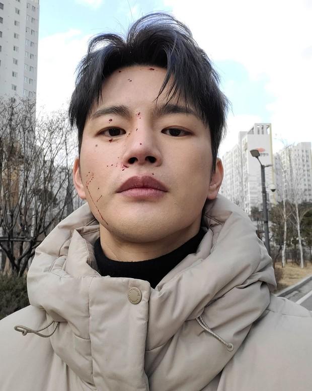 Seo In Guk selfie berlatarkan jalanan/instagram.com/seo_cccc