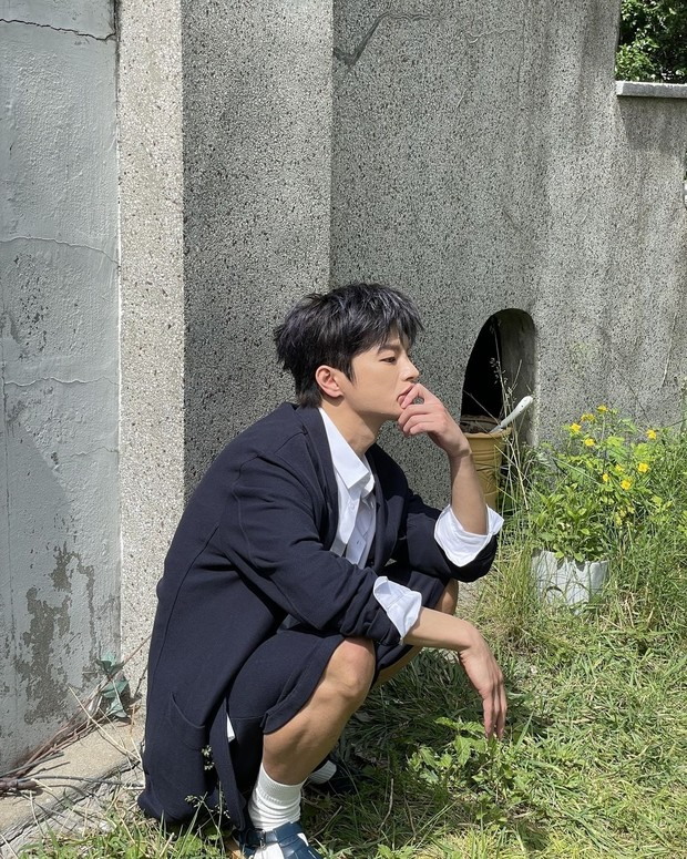 Seo In Guk pose tak sadar kamera/instagram.com/seo_cccc