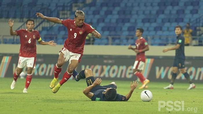 Thailand vs Timnas Indonesia. Aksi Kushedya Hari Yudo