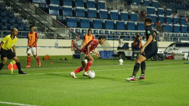 Timnas Indonesia vs Thailand dalam duel Kualifikasi Piala Dunia 2022 di Dubai, Qatar.