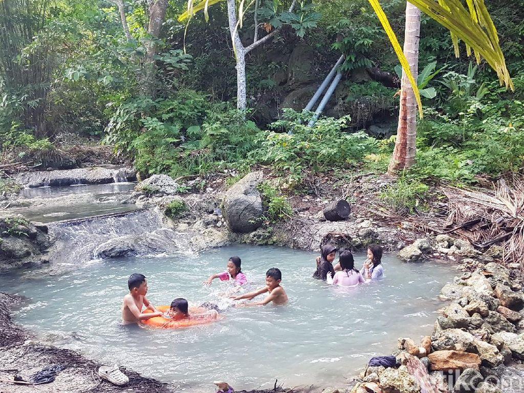 Eksotisme Uai Turang, Air Terjun Mini di Majene
