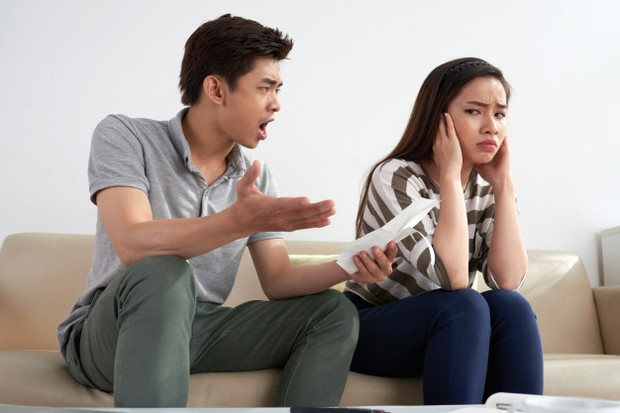 Berhati-hatilah jika pasanganmu selalu membuatmu insecure.