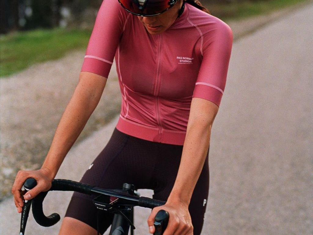 7 Rekomendasi Brand Jersey Sepeda yang Nyaman Dipakai Main Road Bike
