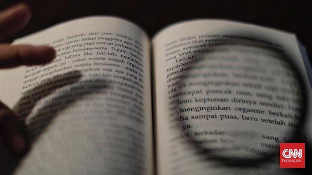 Buku Serat Centhini karangan Agus Wahyudi, Jakarta, 5 Juni 2021. (CNN Indonesia/ Adhi Wicaksono)