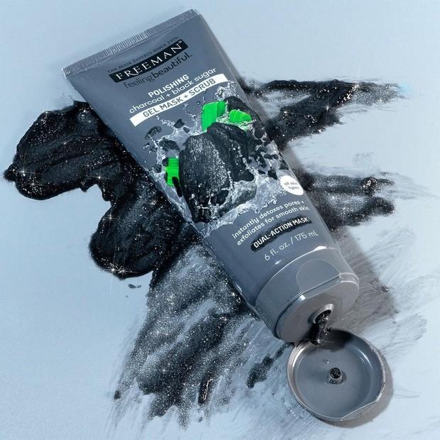 Scrub dengan butiran halus yang tidak mengiritasi kulit menggunakan bahan pilihan yang mampu mengatasi gangguan merugikan.