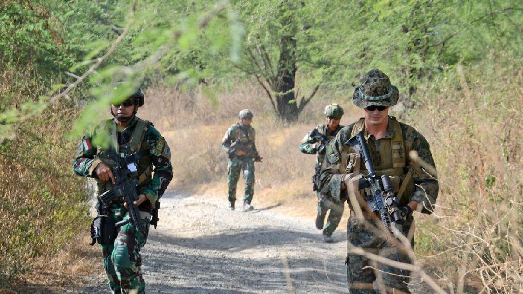 Keren! Marinir Indonesia dan AS Latihan Perang Kota di Baluran