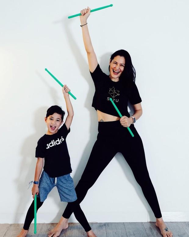 Rima Melati Adams melakukan exercise bersama anak/instagram.com/rimamelati