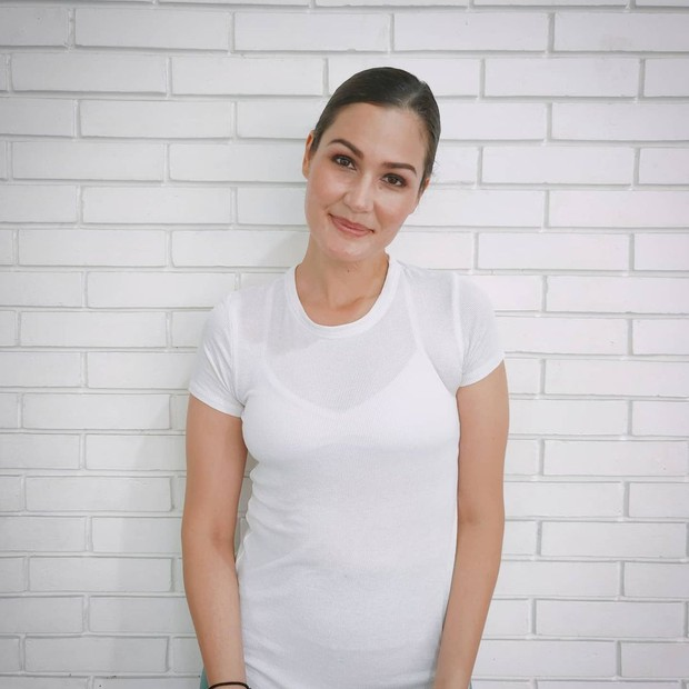 Rima Melati Adams tampil menawan dengan atasan kaos putih/instagram.com/rimamelati
