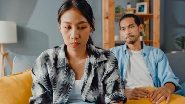 Waspadai jika pasanganmu sering membuatmu merasa bersalah.
