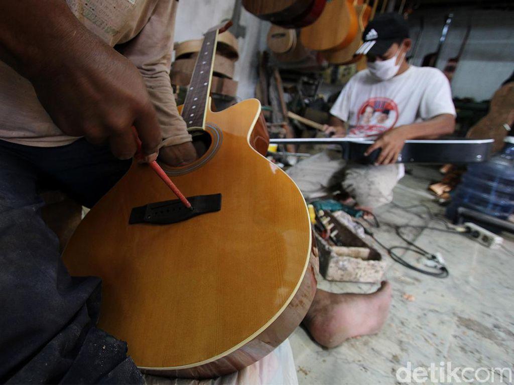 Wow, Permintaan Gitar Made In Solo Banjir Pesanan