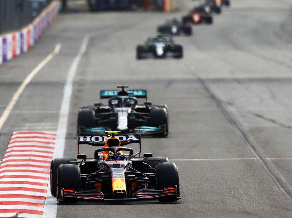 Hasil F1 GP Azerbaijan: Perez Juara, Verstappen Crash