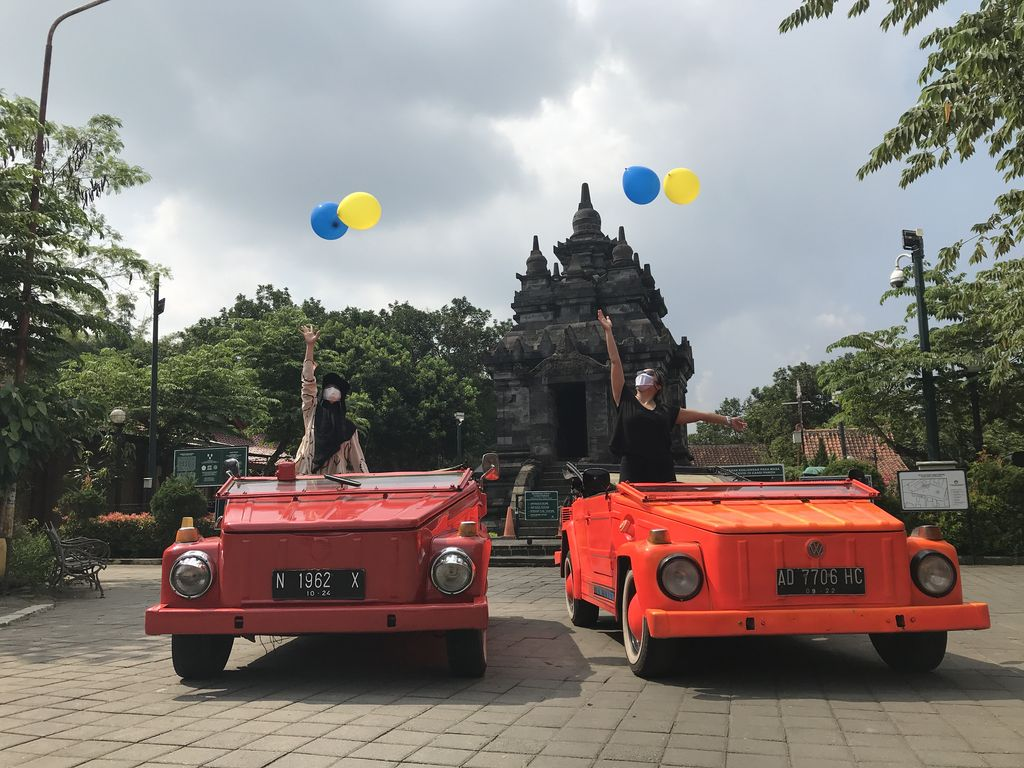 It's Fun To Travel Around Tourist Villages in Magelang Riding VW