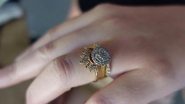 Cincin Berlian untuk Christine dari Santos