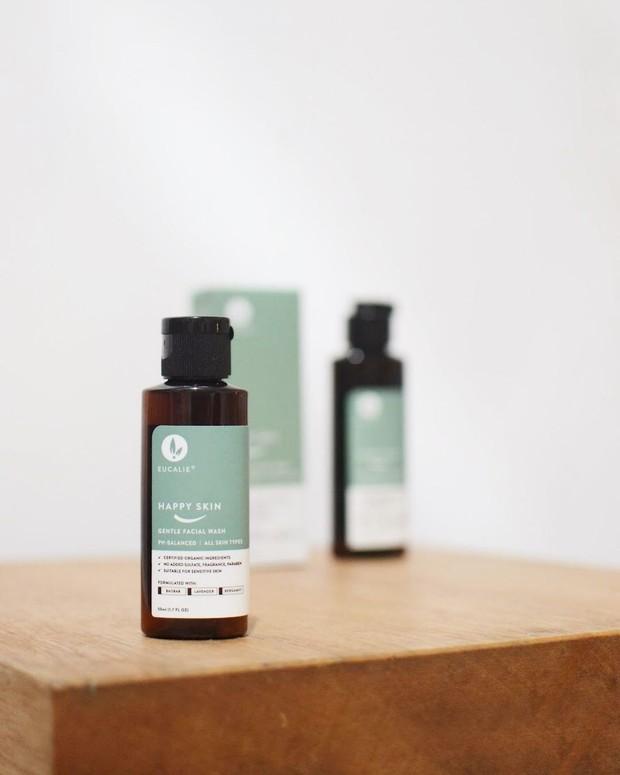 Kulit Kenyal Menggunakan Skincare dengan Peptide