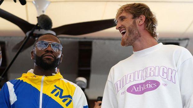 Jun 3, 2021; Miami Beach, Florida, USA; Professional boxer Floyd Mayweather Jr. and YouTube star Logan Paul face off at Villa Casa Casuarina. Mandatory Credit: Jasen Vinlove-USA TODAY Sports