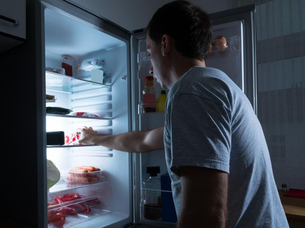 Kesal Makanannya Selalu Dicuri, Pria Ini Balas Dendam Pakai Cara Kocak