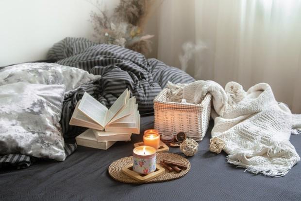 Pemakaian lilin aroma terapi untuk konsentrasi.