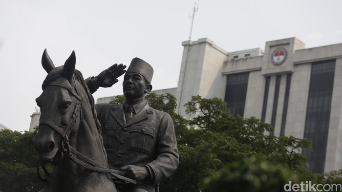 Presiden ke-5 RI, Megawati Soekarnoputri dan Menhan Prabowo meresmikan patung Presiden ke-1 Sukarno atau Bung Karno di Gedung Kementerian Pertahanan.