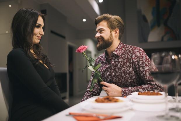 Kalau kamu berkencan dengan seseorang dan ia menyatakan perasaannya dengan cepat, jangan langsung percaya begitu saja.