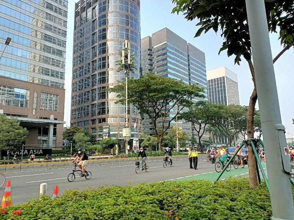 Masih Banyak Pesepeda Keluar Jalur Sepeda Sudirman-Thamrin Pagi Ini
