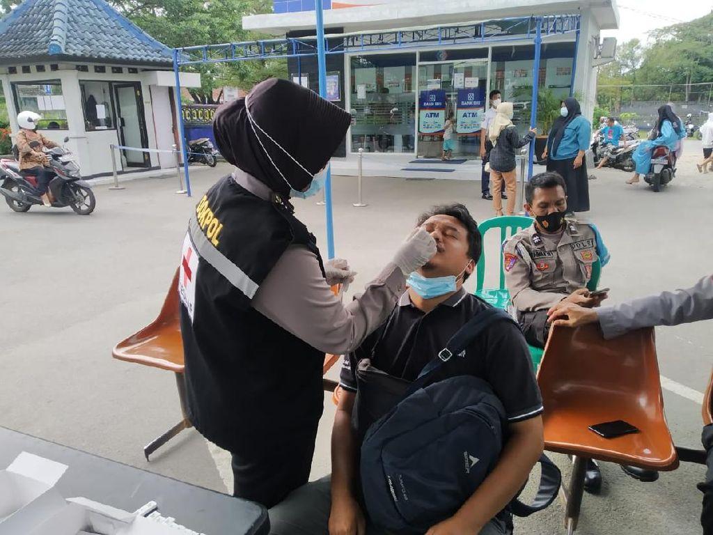 Polres Lombok Tengah Gelar Swab Antigen Acak ke Pengunjung Bank