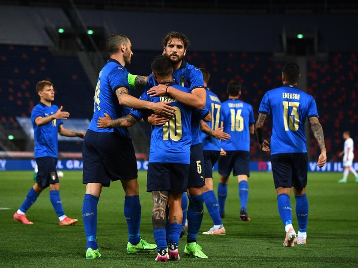 BOLOGNA, ITALY - JUNE 04: Lorenzo Insigne of Italy #10 celebrates after scoring the third goal during the international friendly match between Italy and Czech Republic at  on June 04, 2021 in Bologna, Italy. (Photo by Claudio Villa/Getty Images)