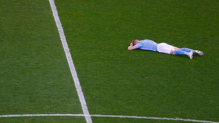 PORTO, PORTUGAL - MAY 29: Oleksandr Zinchenko of Manchester City lies on the pitch dejected following defeat in the UEFA Champions League Final between Manchester City and Chelsea FC at Estadio do Dragao on May 29, 2021 in Porto, Portugal. (Photo by Susan Vera - Pool/Getty Images)