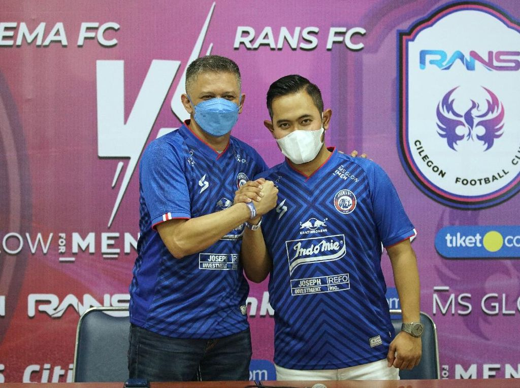 Crazy Rich Malang Beli Siapa Saja buat Arema FC?