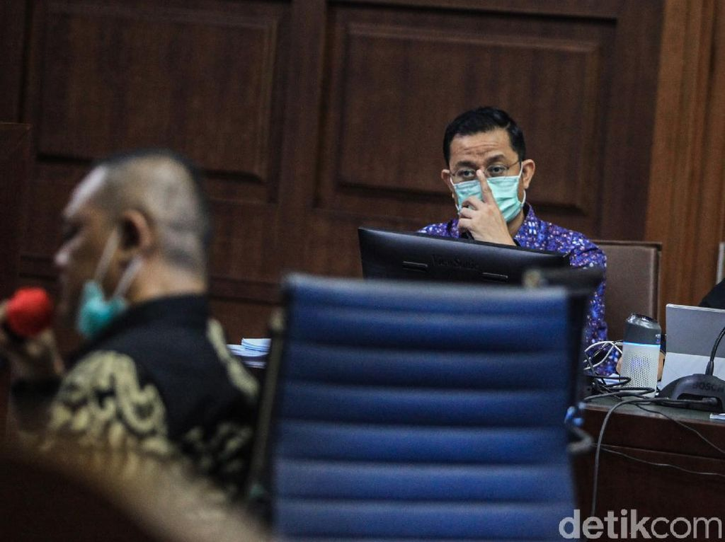 Jaksa di Tuntutan: Uang ke Hotma Sitompul-Ketua PDIP Kendal dari Fee Bansos