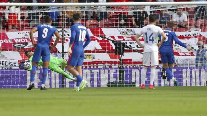 Romanias goalkeeper Florin Nita saves a penalty shot taken by Englands Jordan Henderson, right, during the international friendly soccer match between England and Romania in Middlesbrough, England, Sunday, June 6, 2021. (AP Photo/Scott Heppell, Pool)