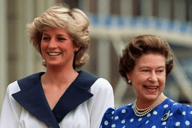 Putri Diana dan Ratu Elizabeth II.