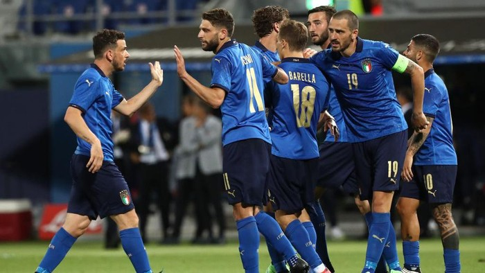 BOLOGNA, ITALY - JUNE 04: Domenico Berardi #11 of Italy celebrates his goal with his team-mate Alessandro Florenzi (L) during the international friendly match between Italy and Czech Republic at  on June 04, 2021 in Bologna, Italy. (Photo by Marco Luzzani/Getty Images)