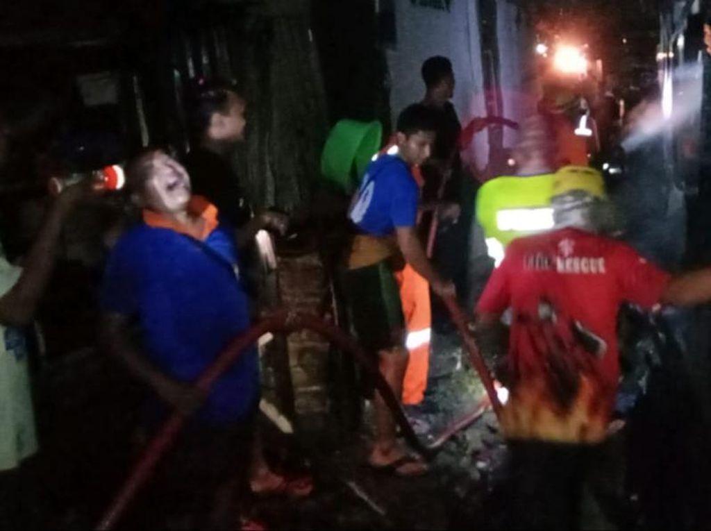 Kebakaran Rumah Kayu di Tuban, Seorang Nenek Pensiunan PNS Tewas Terbakar