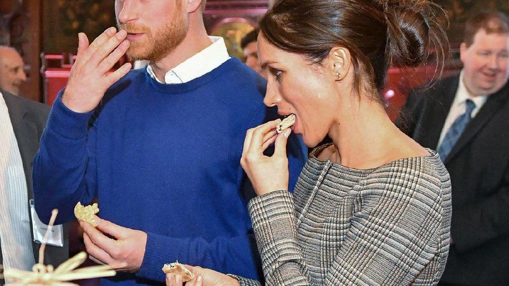 Kompaknya Meghan Markle dan Pangeran Harry saat Cicip Masakan Chef