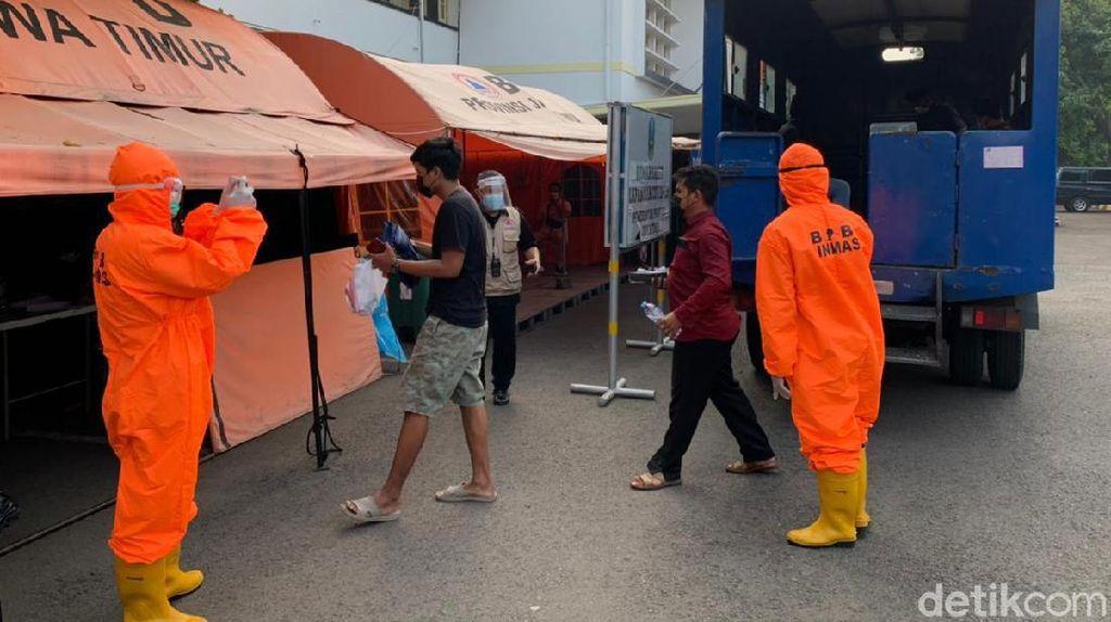 Puluhan Warga Bangkalan Terpapar COVID-19 Tiba di RSLI