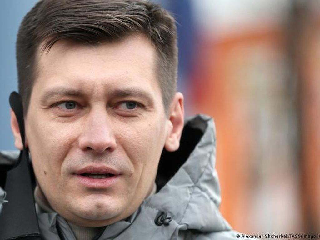 Tokoh Oposisi Rusia Dmitry Gudkov Melarikan Diri ke Ukraina