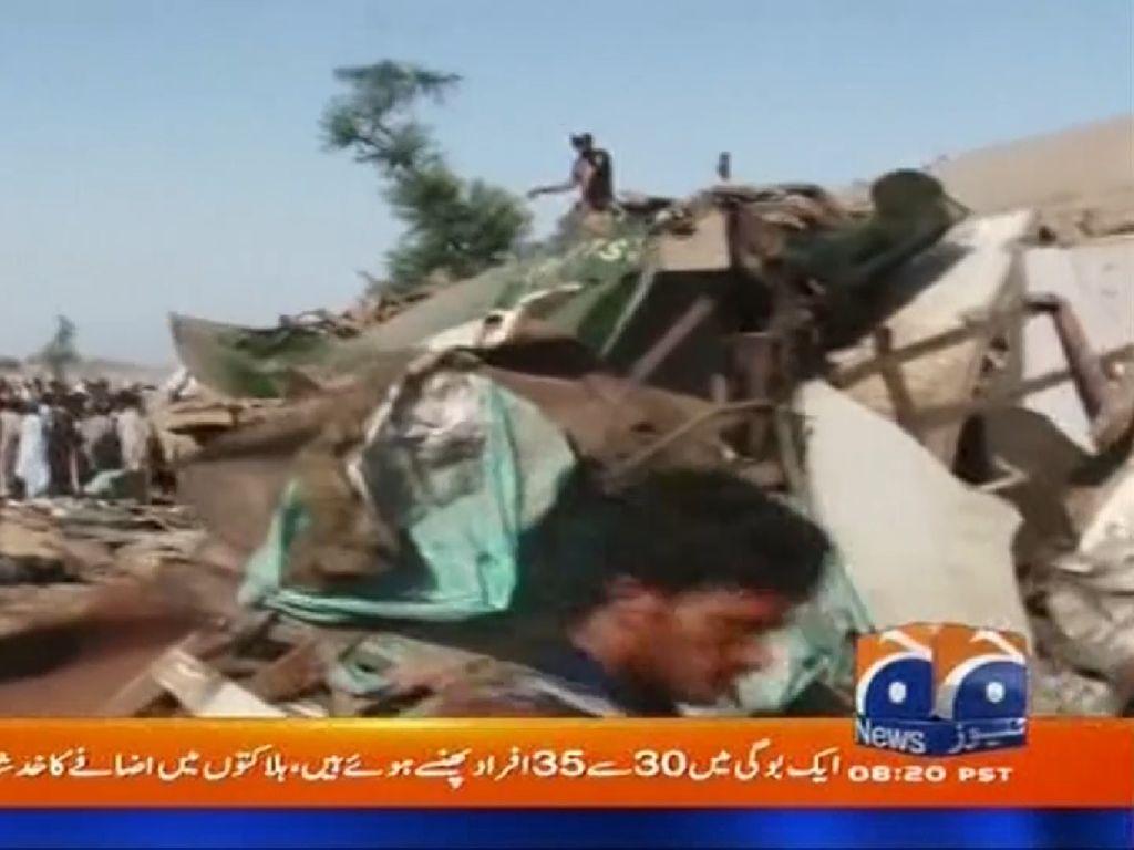 Tabrakan Maut Dua Kereta di Pakistan, 30 Orang Tewas