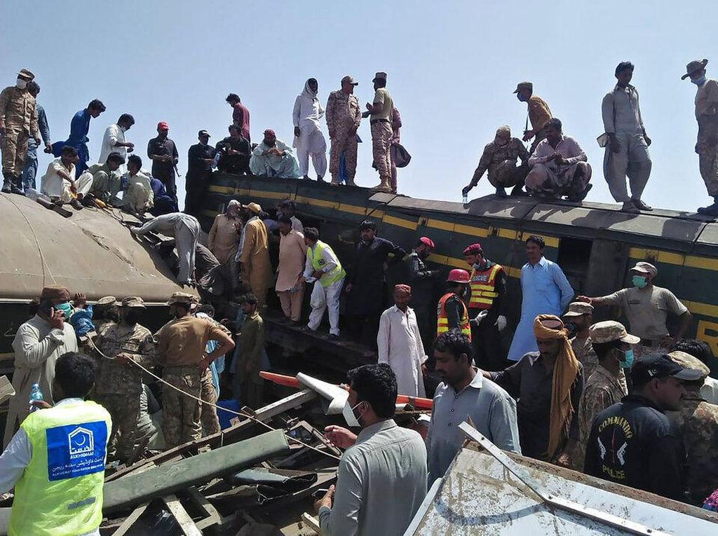 Korban Tewas Tabrakan Dua Kereta di Pakistan Jadi 51 Orang