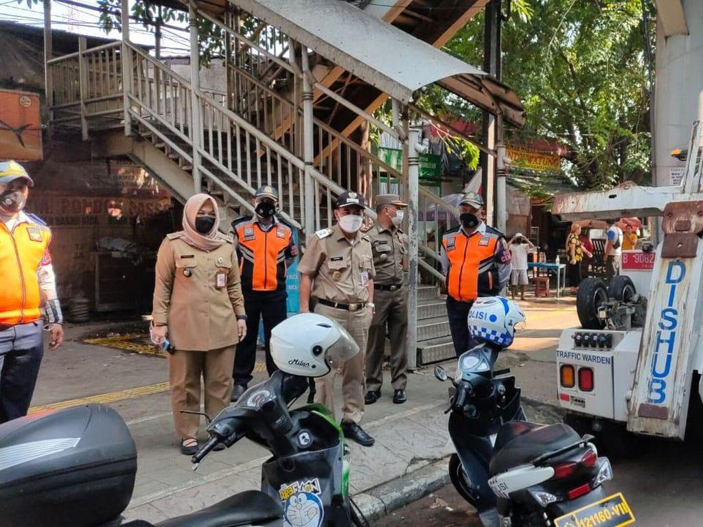 Wawalkot Jakpus Cek Trotoar Rawasari yang Kerap Jadi Area Parkir