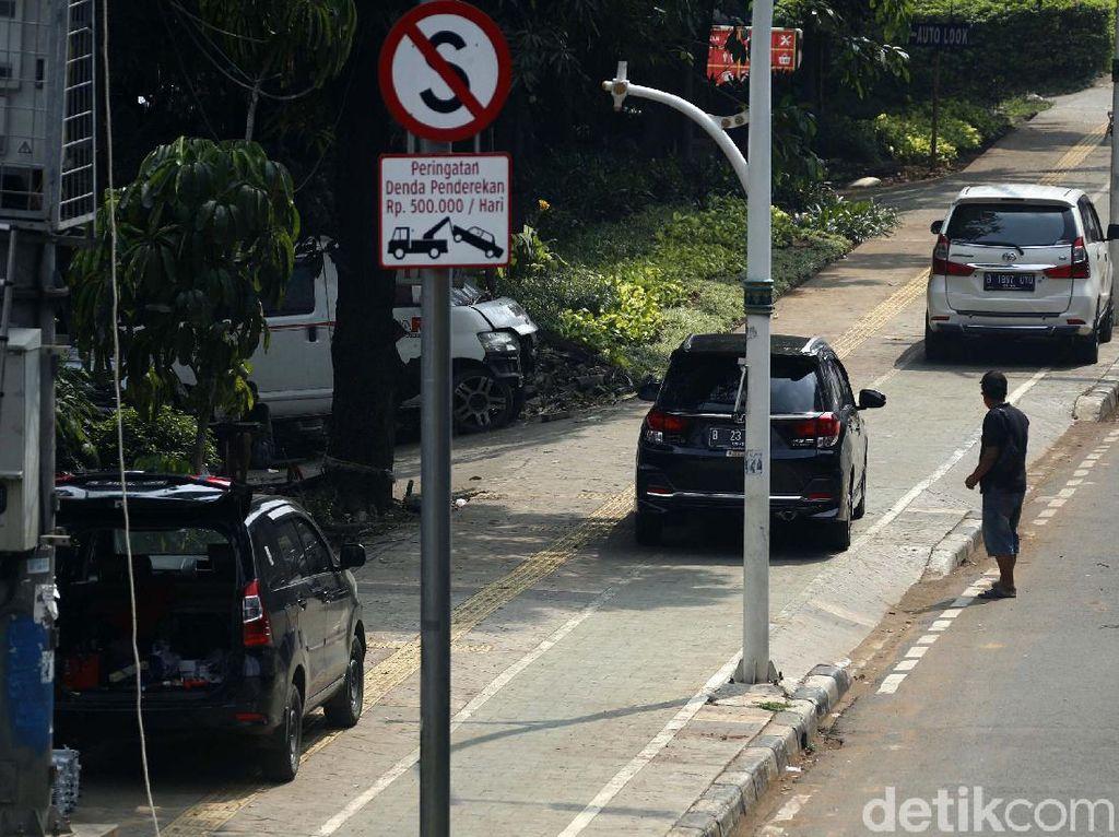 Pemkot Jakpus Hitung Kebutuhan Pembatas di Trotoar Rawasari