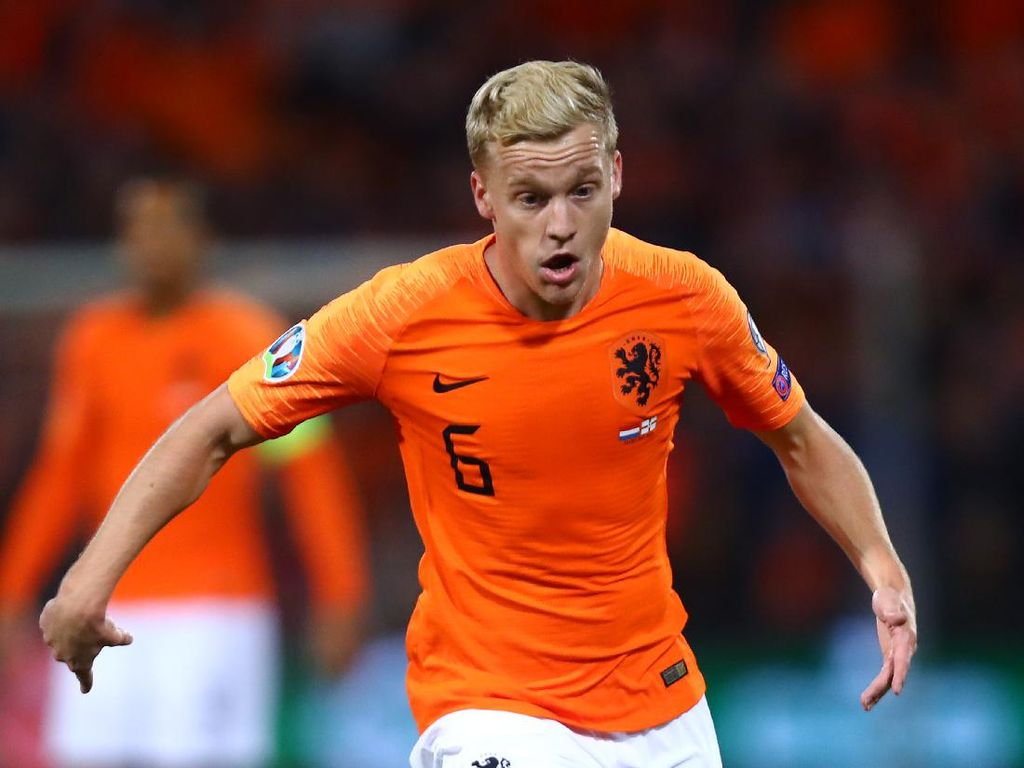 Dear De Boer, Mengapa Tak Ada Pengganti Van de Beek?
