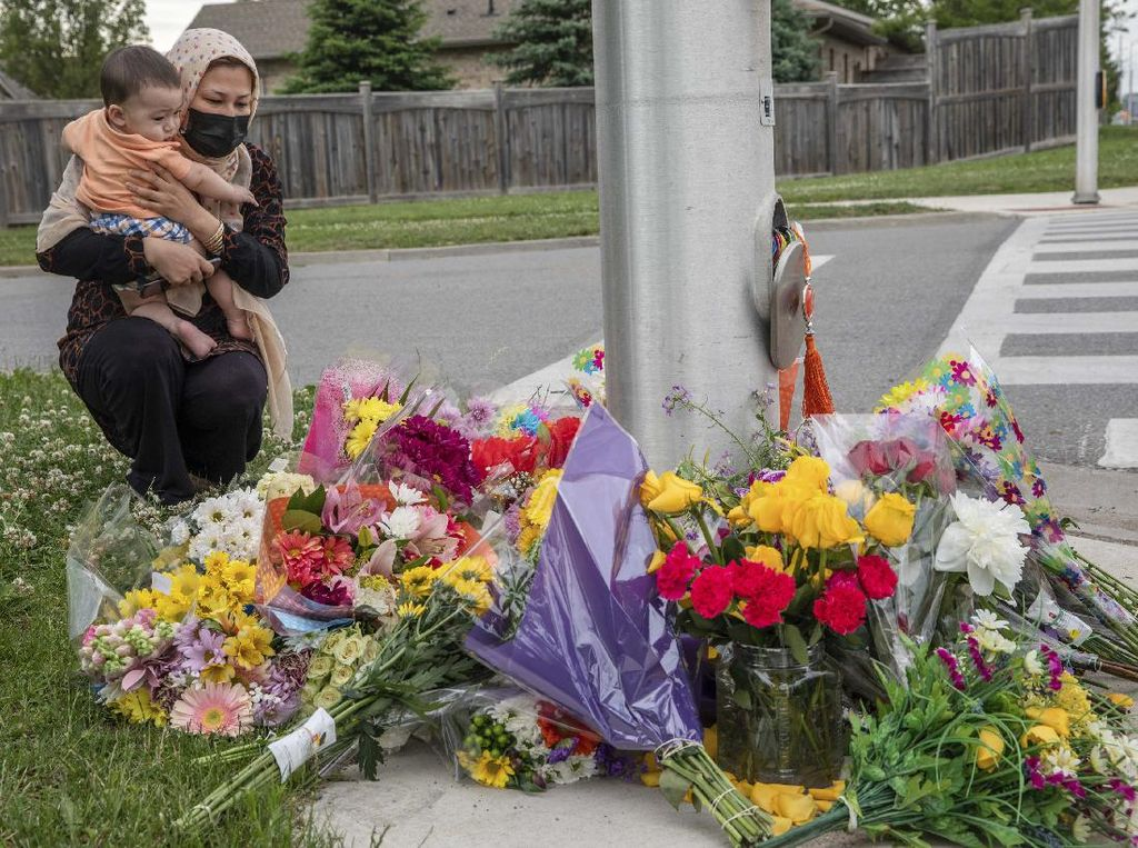 Keluarga Muslim Dibunuh di Kanada, Publik Teringat Serangan Masjid Quebec