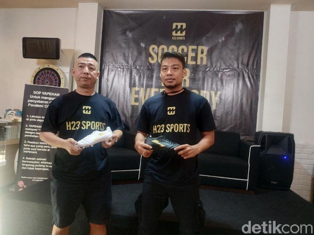 Terjun Bisnis, Hamka Hamzah Luncurkan Brand Sepatu Sepakbola